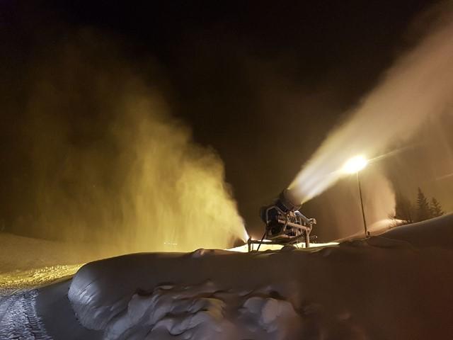Snøproduksjon dag og natt foran lørdagens åpning