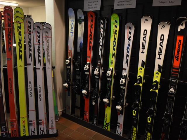 Kampanje på Stöckli Laser ski og vi har Valdres beste utvalg av hjelmer og goggles...